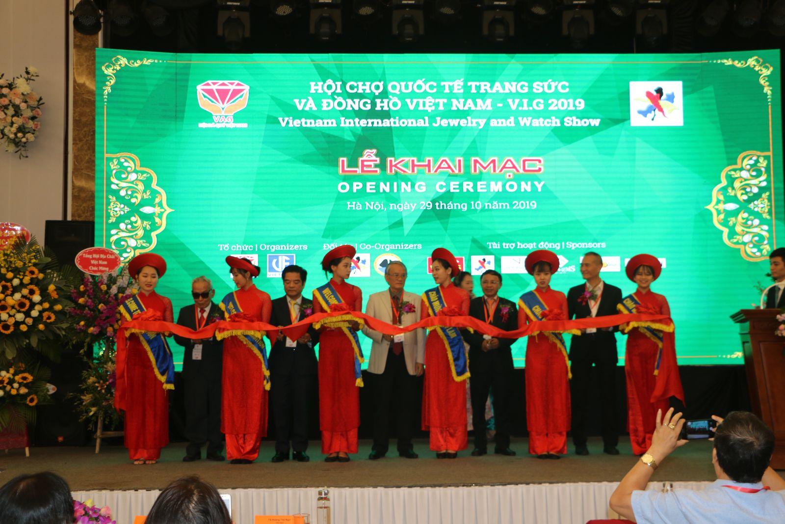Khai mạc Hội chợ Quốc tế Trang sức và Đồng hồ Việt Nam